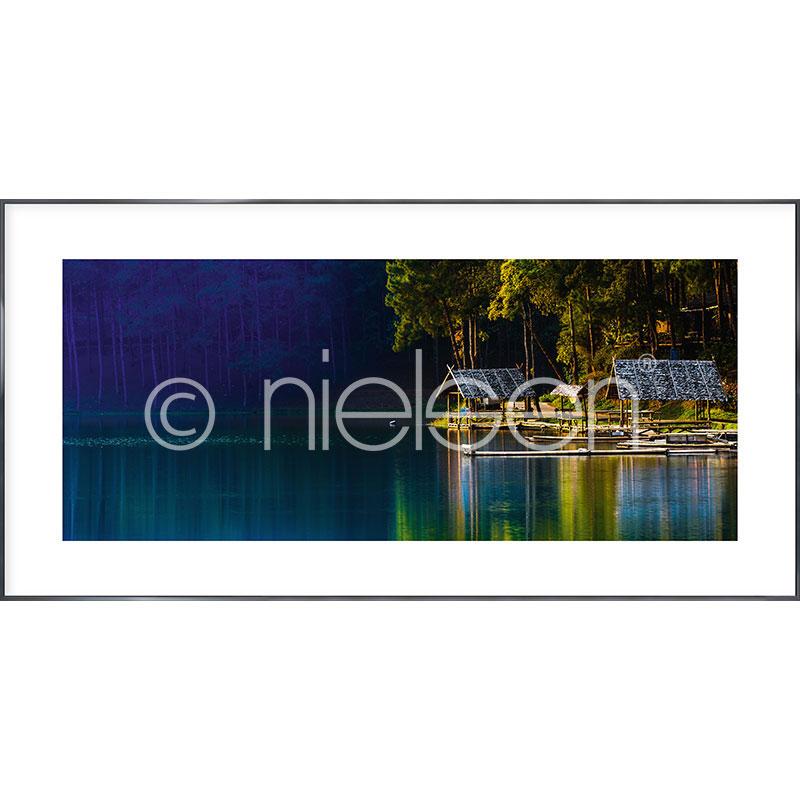 """Indrammet billede """"Lake"""" med aluramme Alpha"""
