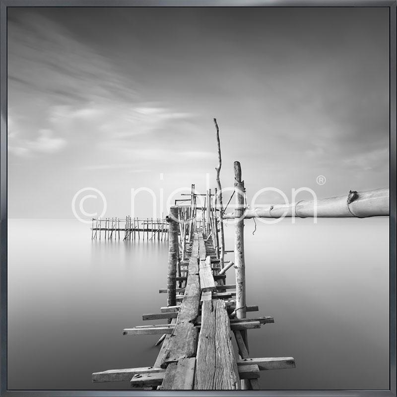 "Indrammet billede ""Malaysian Fishing I"" med aluramme Alpha"