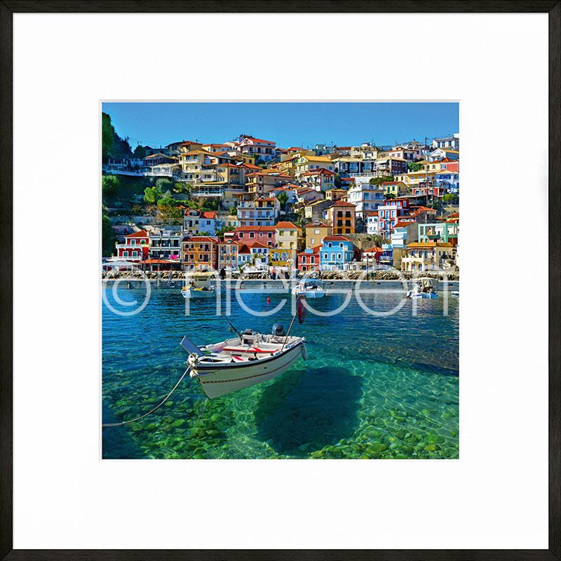 """Indrammet billede """"Parga Boat Greece"""" med aluramme C2"""
