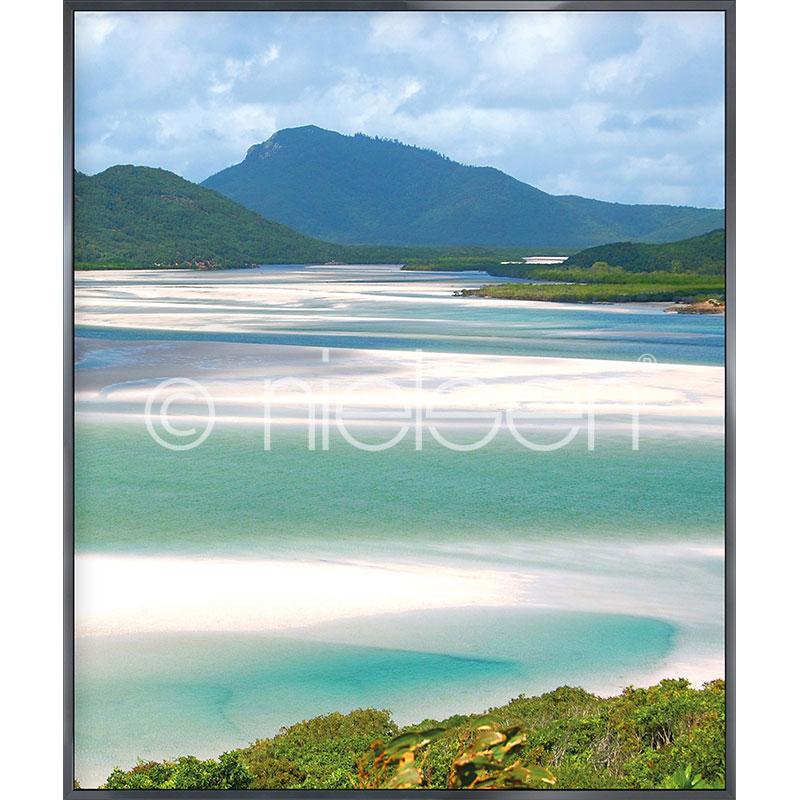 "Indrammet billede ""White Haven Beach"" med aluramme Alpha"