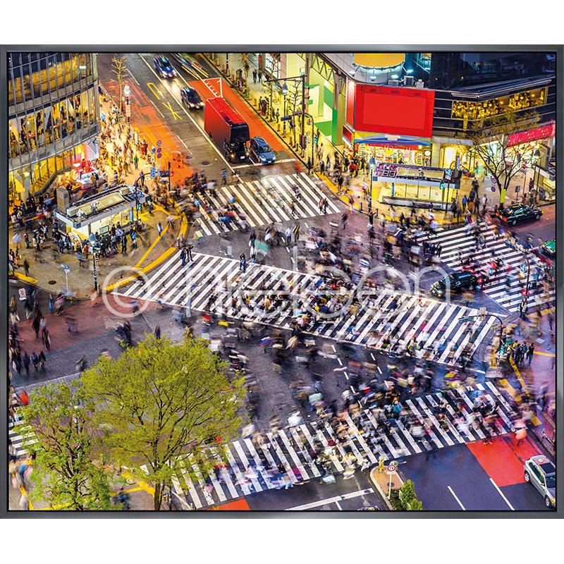 "Indrammet billede ""Tokyo Crosswalks"" med aluramme Alpha"