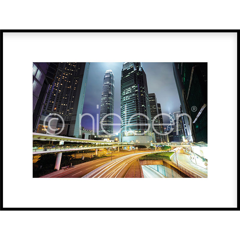 "Indrammet billede ""Hongkong at Night"" med aluramme C2"