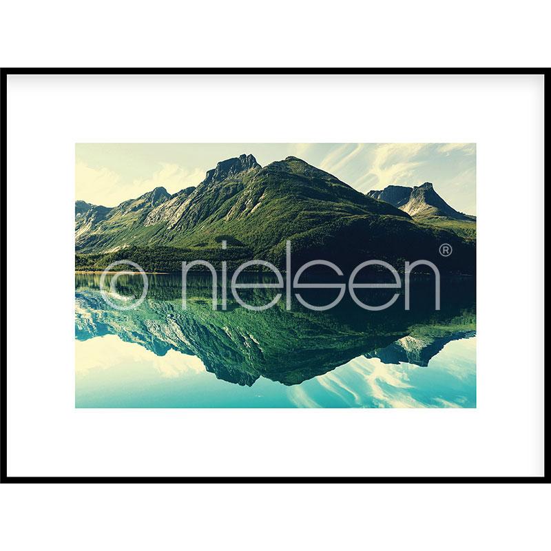 """Indrammet billede """"Mountain Lake"""" med aluramme C2"""