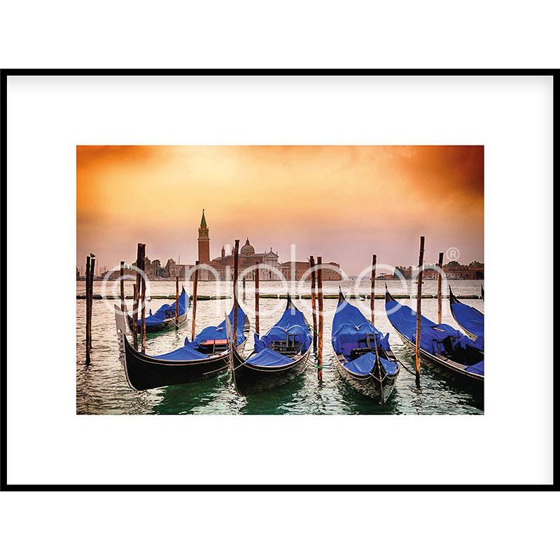 """Indrammet billede """"Gondolas moored"""" med aluramme C2"""