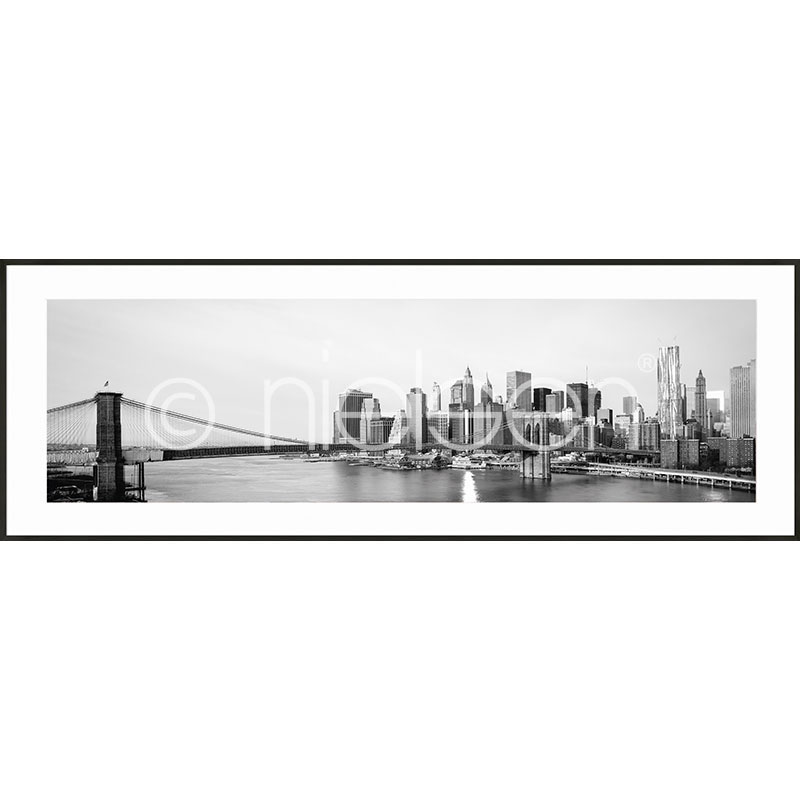 "Indrammet billede ""New York City Skyline"" med aluramme C2"