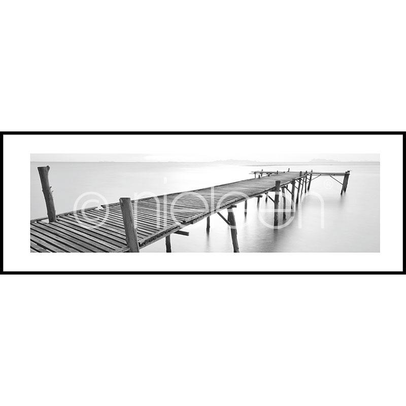 """Indrammet billede """"Footbridge black and white"""" med aluramme C2"""